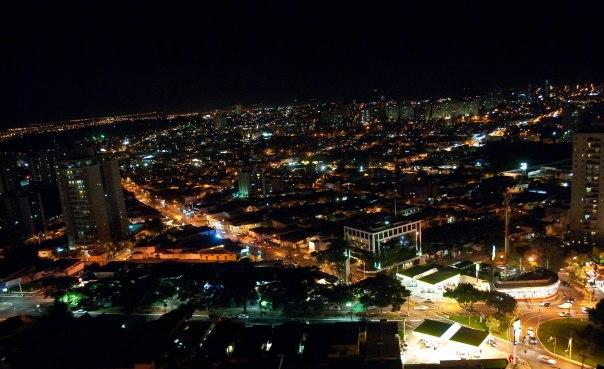 Vista_parcial_noturna_de_Ribeirão_Preto_SP
