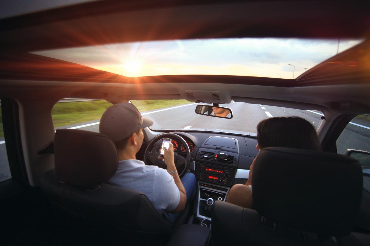 driving-407181_1280